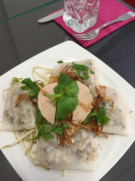 Banh Cuon de Hanoi crêpes vietnamiennes fourrées au porc crevettes et champignons noirs / vietnamese crepes filled with pork shrimps and black mushrooms